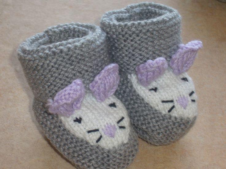 Aujourd'hui, je ne vous mets pas de recette mais le mode d'emploi pour faire ces jolis chaussons en laine que beaucoup de personnes me demandent. Fournitures (celles que j'utilise mais vous pouvez changer) : Fils à tricoter Phildar, qualité Oxygène ou...