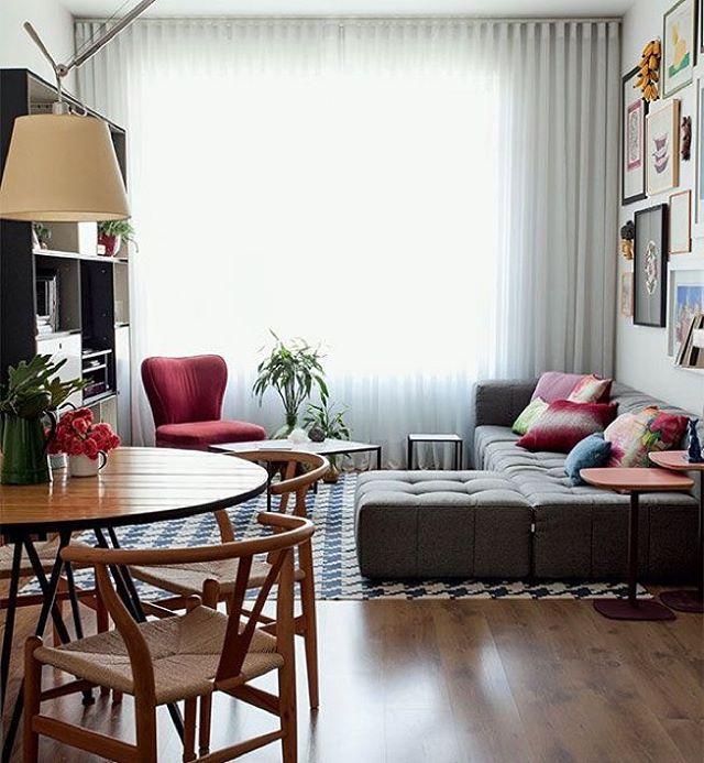 Que graça essa decor na medida para ambientes pequenos... {Pic via Casa Claudia} #salatv #ambintespequenos #homedecor • So lovely this decor for small rooms... #design