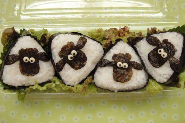 #интересное  Суши как искусство (12 фото)   Для творческих натур, все может быть превращено в искусство — даже еда: такая конкретная и традиционная, как суши.Пуристы могли бы сказать, что суши — это уже форма искусства, и они правы, но мы думаем, что эти творческие р