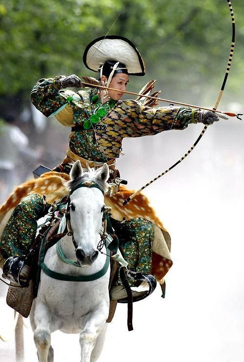 shadowsakuratree:  An archer dressed in traditional samurai garb displays Yabusame (archery while on horseback)