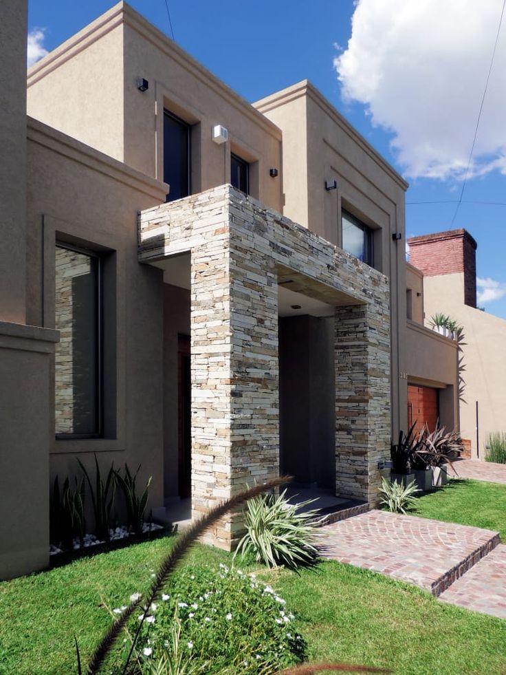 Mirá imágenes de diseños de Casas estilo moderno: GRECO II HOUSE. Encontrá las mejores fotos para inspirarte y creá tu hogar perfecto.