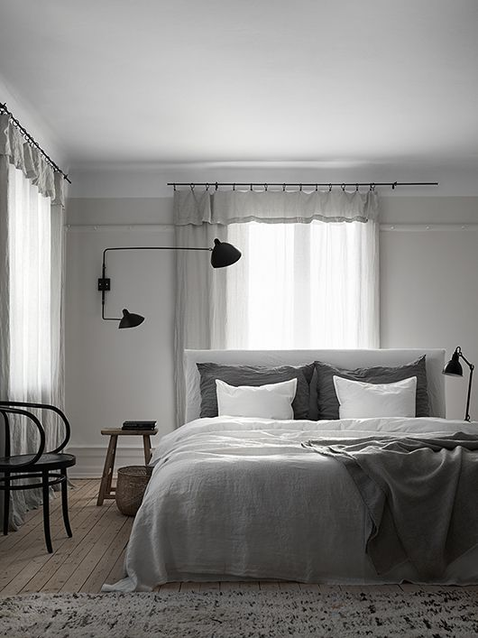 Silver and white...silver and white...falalla la la lal la.  Loving this BR and LOVE the mantis wall sconce. Bild: Residence Foto: Kristofer Johnsson Styling: Lotta Agaton #bedroomdecorinspiration