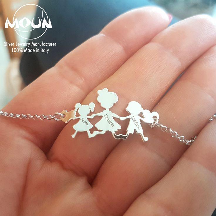 Collana con famiglia in argento 925 rodiato su latsra da 0,5 mm e catena forzatina 30 rada. Personalizzabile con incisioni di nomi, simboli o date. #mounjewels #madeinitaly #gioielli #argento #famiglia