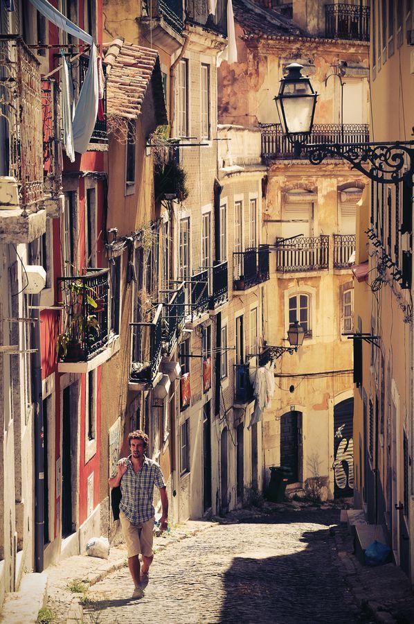 Walk on the old street of Lisboa