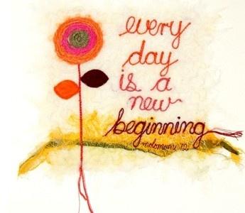 'Every day is a new beginning'.'Threads' van Molomimi. Handgemaakte kunststukjes van gerecycled textiel.  Fairtrade uit Zuid Afrika.