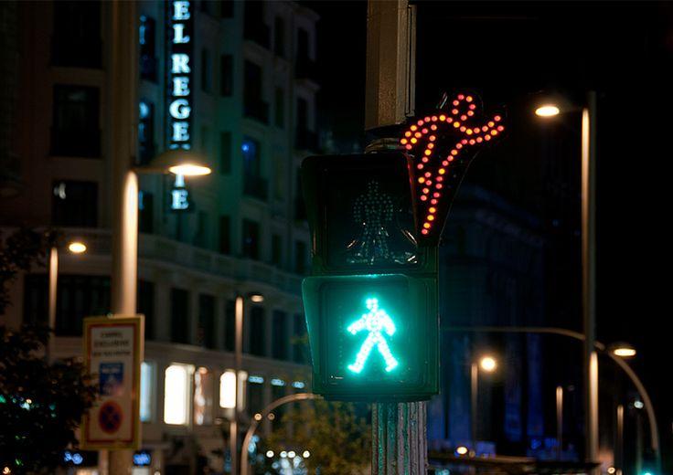 street art By Spy. SpY, un nome di spicco nella scena street spagnola. Uno che ha mosso i primi  passi in quel di Madrid, già nella prima metà degli anni Ottanta. http://restreet.altervista.org/spy-dissemina-le-sue-provocazioni-in-piazze-e-strade/