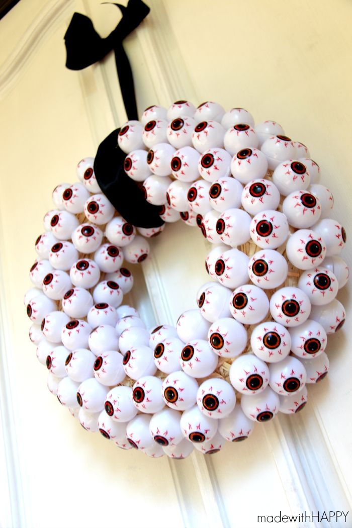 eye ball wreath halloween 2017halloween wreathsdiy halloweenhalloween projectshappy - Diy Halloween Projects