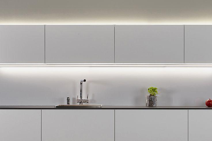 LIMENTE LED-CORNER Kaunis, pisteetön ja tasainen valo takaa hyvän työskentely valon - Beautiful, dotless and wide-spreading light guarantees even and good task light.