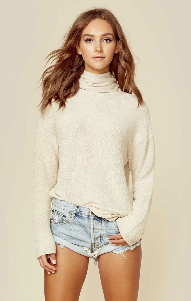 The Blue Life Beach Cozy Jumper will carry you cozily through the fall. The french terry fabric is soft and stretchy, perfect for layering under coats or letting it stand out on its own.