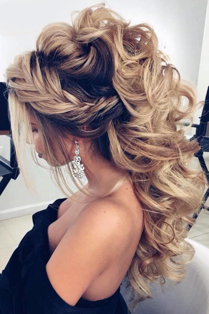 On The Prom Night In The High School Every Girl Wants To Do Something Outrageous With Their Outfit And Hairstyle Your Hair Styles Prom Hair Down Stylish Hair
