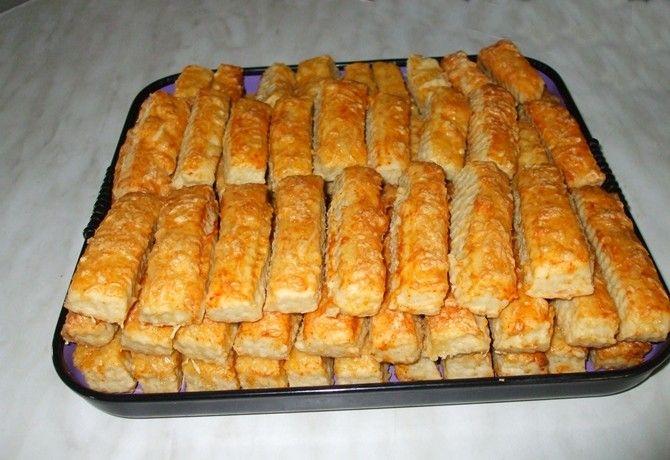 Sajtos stangli 4. - egyszerű, omlós recept képpel. Hozzávalók és az elkészítés részletes leírása. A sajtos stangli 4. - egyszerű, omlós elkészítési ideje: 55 perc