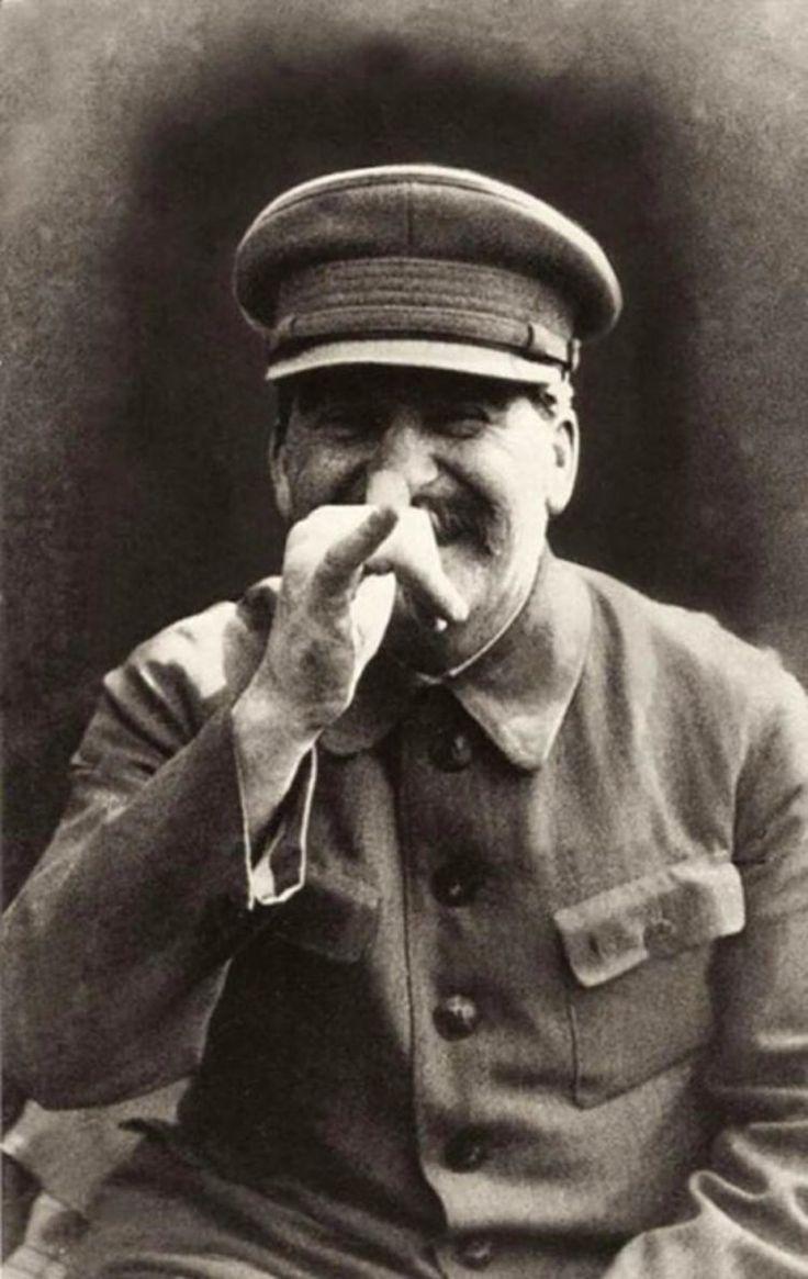 Stalin în timp ce se strâmba la bodyguard-ul său