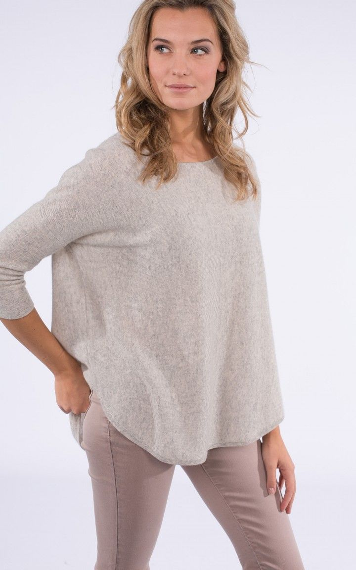 Cashmere sweater with back pleat in soft neutral colour by @repeatcashmere    #cashmere #sweater #ss2017 #spring