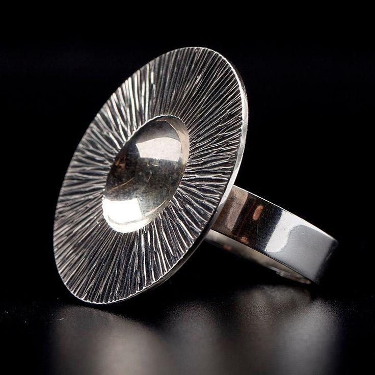 Elis Kauppi for Kupittaan Kulta ~Vintage sterling silver ring, 1970. #Finland