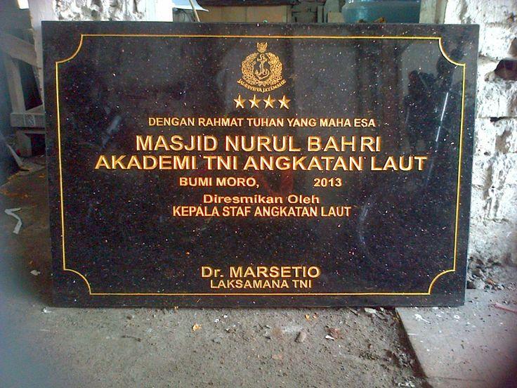 Prasasti Masjid NURUL BAHRI AKADEMI TNI ANGKATAN LAUT  Berukuran 60x90 cm Terbuat dari jenis Granit GOLD BLACK Kontak Kami : 03183315430 081357603030 081515441030