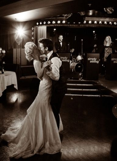 Simply Swing Band - one of the UK's top professional wedding swing bands in the business. Guaranteed to get everyone dancing.