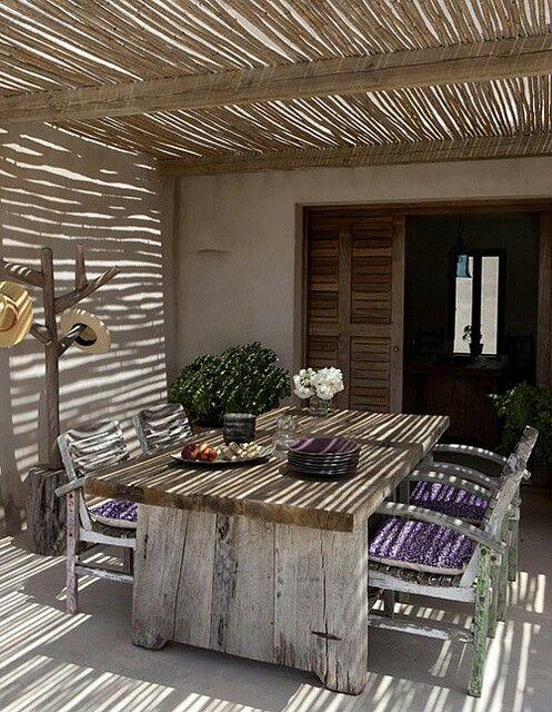 La luz y las sombras son esenciales para una buena decoración en exteriores