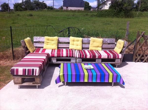 Pallet #Patio Sitting #Furniture Set - 16 Inspired Pallet Furniture Ideas | 99 Pallets