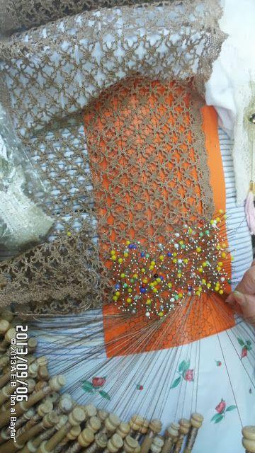 "Asociación Encajeras de Bolillos ""Ibn al Baytar"" So cool! I want to get good enough to make this kind of lace. Beautiful!"