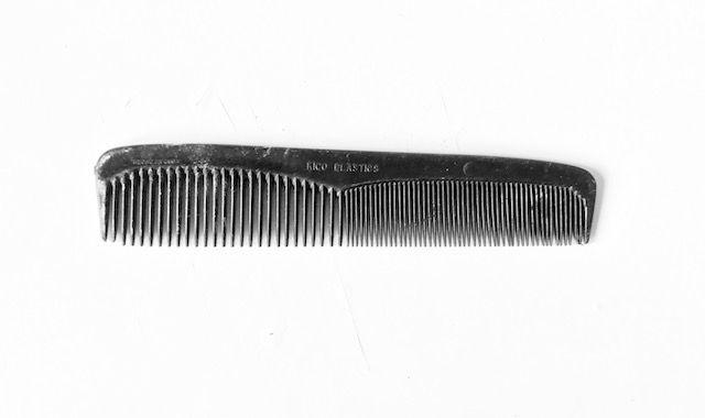 En la Cuba de mi infancia no había abundancia de nada, ni siquiera de peines. Crecí desenredándome el pelo con uno de plástico negro marca Kico Plastics, hecho en laCuba republicana por la compañía homónima que luego se inscribió en la Florida bajo el mismo nombre (estuvo activa desde el 1 de marzo de 1960 …
