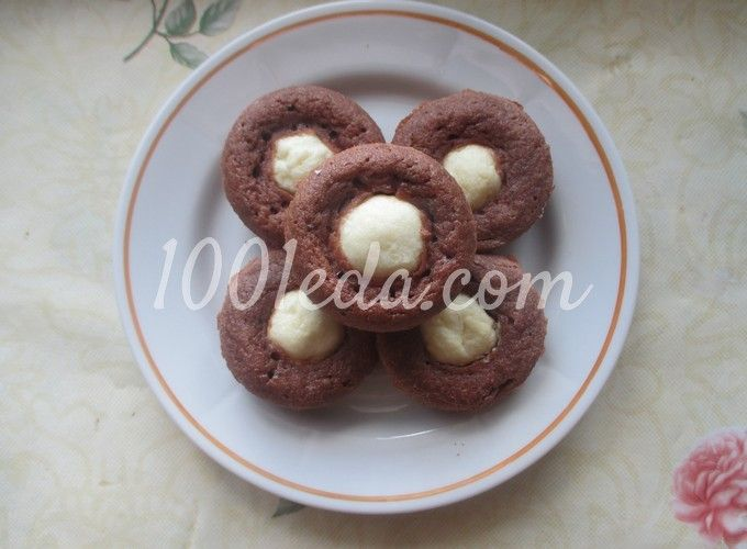 Шоколадные кексы с творожно-банановой начинкой