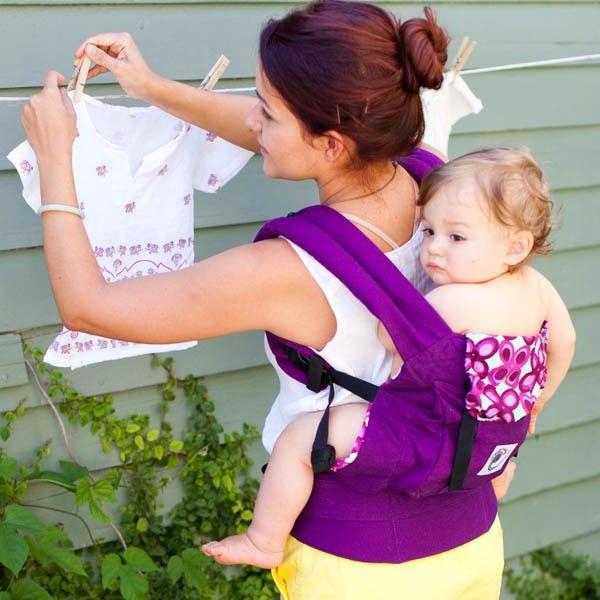 Marsupio portabebè ERGObaby - Purple Mistic. È una via di mezzo tra una fascia portabebè e un classico marsupio.Consente di portare sul davanti, sul fianco e sulla schiena il proprio bambino dalla nascita (con l'apposito cuscinetto per neonati) sino al raggiungimento dei 18 Kg.