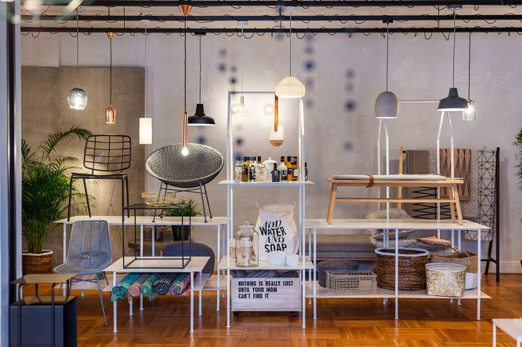 """Ideea showroom-ului """"Design&After"""" a venit din dorința unei relații cât mai apropiate cu voi. Un loc unde să avem ocazia să interacționăm, să povestim, să aflăm părerea voastră și, mai ales, să învățăm de la voi."""