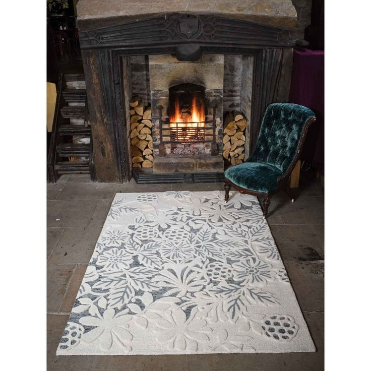 Textures Loxley White/Grey Wool Rug by Flair Rugs A soothing palette of white intricate floral design on gentle grey base, our lavish Textures Loxley White/Grey Wool Rug by Flair Rugs is an appealing and versatile choice for traditional homes. #floralrugs #woolrugs #modernrugs #handmaderugs #optical3Drugs #luxuriousrugs