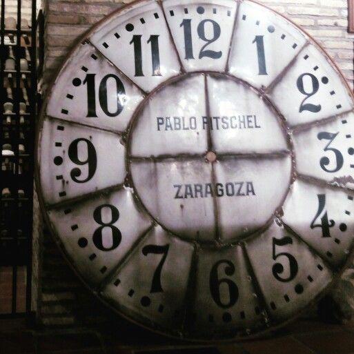 El antiguo reloj de la Torre Nueva, en el museo dedicado al desaparecido monumento en los bajos de Casa Montal (Plaza San Felipe) #zaragozaguia #zaragoza #zgz #aragon #regalazaragoza #zaragozaturismo #zaragozapaseando #zaragozadestino #loves_aragon #loves_zaragoza #miziudad #zaragozeando #magicaragon #mantisgram #igerszgz #igersaragon #igerszaragoza #instazaragoza #instamaños #instazgz