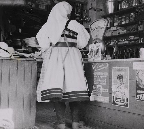 Elisabeth Meyer På bua i Valle The shop in Valle. Photographs from Setesdal around 1940-42. Gelatin silver print, baryta