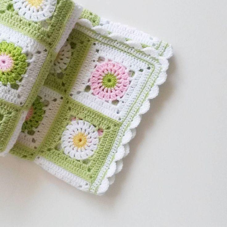 Сегодня настолько солнечный и теплый день что хочется улыбаться гулять и есть мороженое   Отборочный этап в #meettoknit завершен ждем завтра результатов  А на фото один из моих любымых пледиков  #nadyasgifts #вязание #вязаниекрючком #crochet #crocheting #handmade #плед #детское #babyblanket #crochetblanket #blanket #люблювязать #ilovecrochet #instacrochet by nadyasgifts