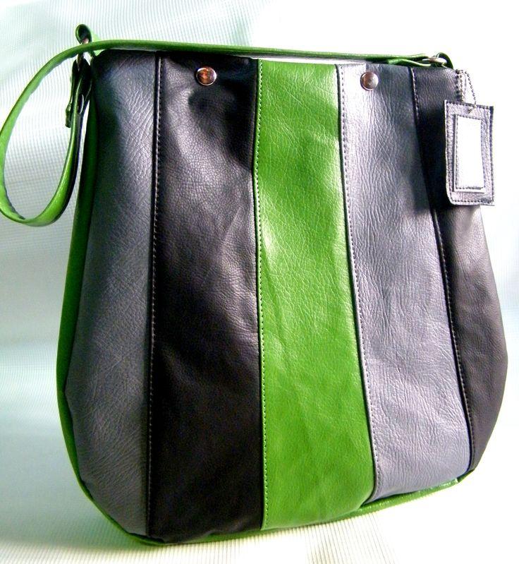 Cartera ecocuero. Colores gris, negro y verde