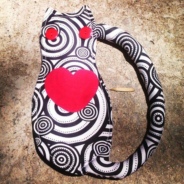Estuche Amor de Gatos #cats #gato #handmade #hechoamano #design #diseñocolombiano #lamagiavienedelcorazon #produccionlimpia