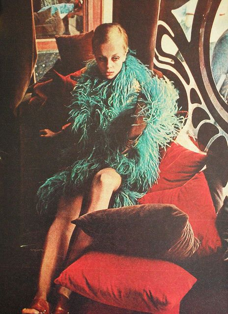 Twiggy at BIBA. Brazilian Magazine Jóia. August 1967