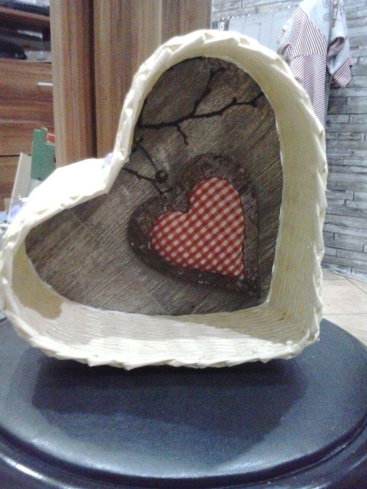 Koszyczek serce z wikliny papierowej