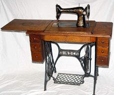 90 best Treadle Sewing Machines images on Pinterest | Sew, Antique ...