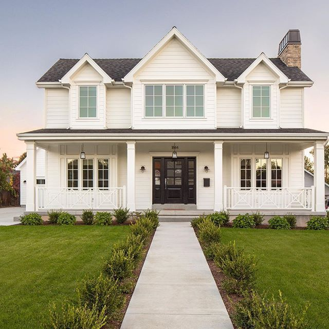 How Modern Farmhouse Exteriors Are Evolving: Best 25+ Farmhouse Landscaping Ideas On Pinterest