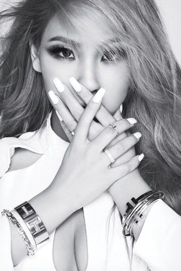 CL stuns with her elegance for 'Elle' magazine   http://www.allkpop.com/article/2014/09/cl-stuns-with-her-elegance-for-elle-magazine