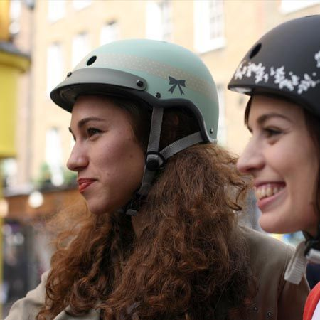 #Casque #vélo #Casquevélo Sawako Furuno Ribbon, so british, so chic !