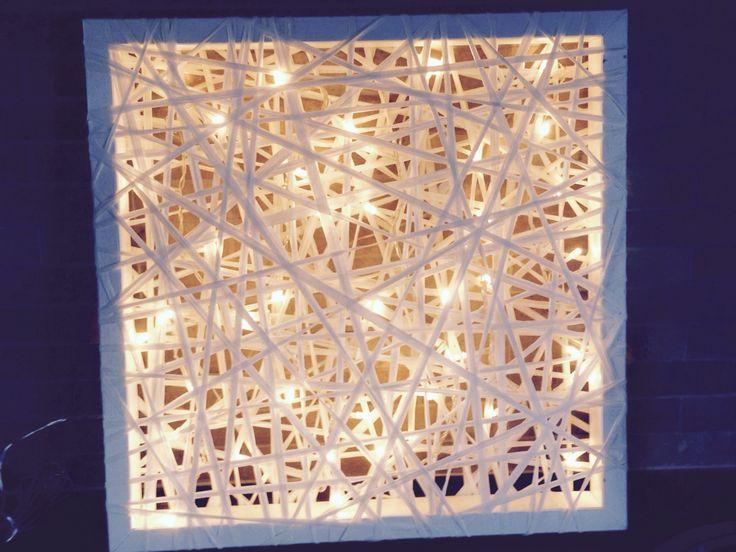 Valotaulu valkoisesta paperinarusta