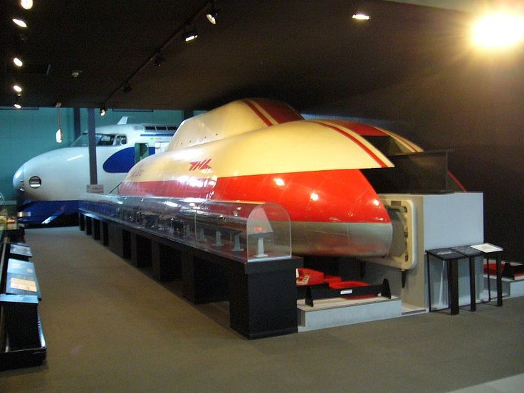China is building an impressive magnetic levitation train that can go at 600 km/h (373 mph)