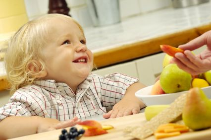 How often and what to feed toddlers, 12-36 months old: https://www.healthyfamiliesbc.ca/home/articles/meal-suggestions-toddlers