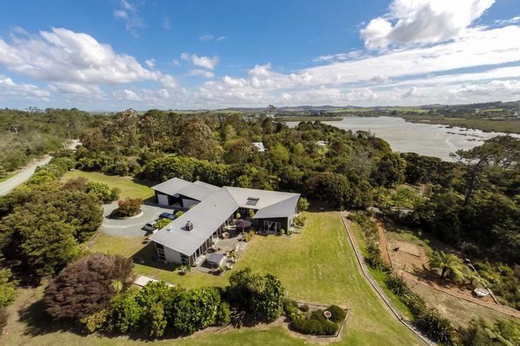 Estuary Landing - stunning estuary frontage home in Mangawhai Heads, Mangawhai | Bookabach