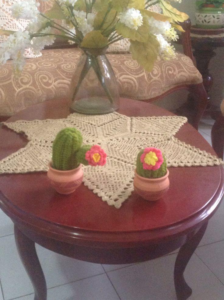 Cactus en crochet, adorno. Decorative plants in crochet. Amiguri plants.