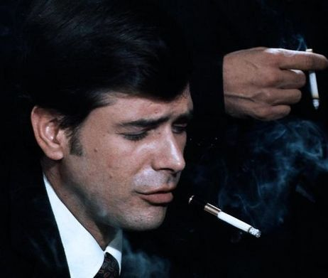 """Tomás Milian è il commissario Basevi in """"Banditi a Milano"""""""