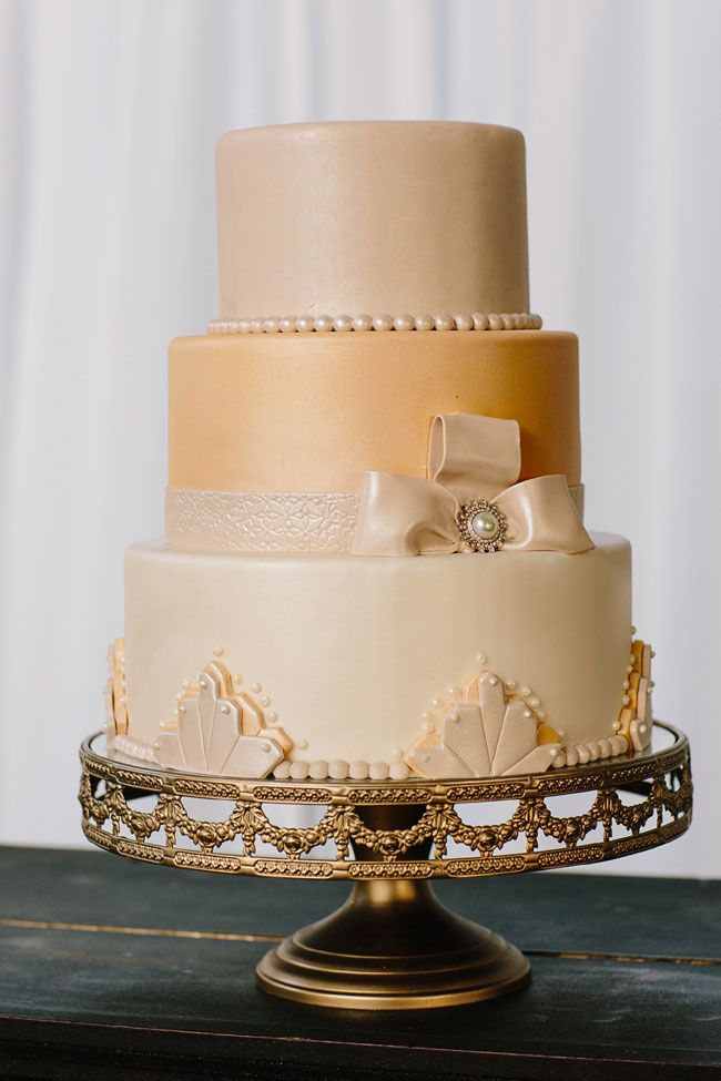 Vintage Southern Gatby Art Deco Inspired 1920's Wedding With Southern Charm | Photograph by Elle Puckett Photographer  http://www.storyboardwedding.com/vintage-southern-glamour-retro-1920s-wedding-under-the-open-skies/