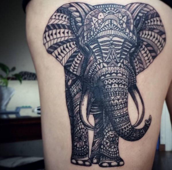 die besten 25 elefant tattoo bedeutung ideen auf pinterest elefantentattoos elefant. Black Bedroom Furniture Sets. Home Design Ideas