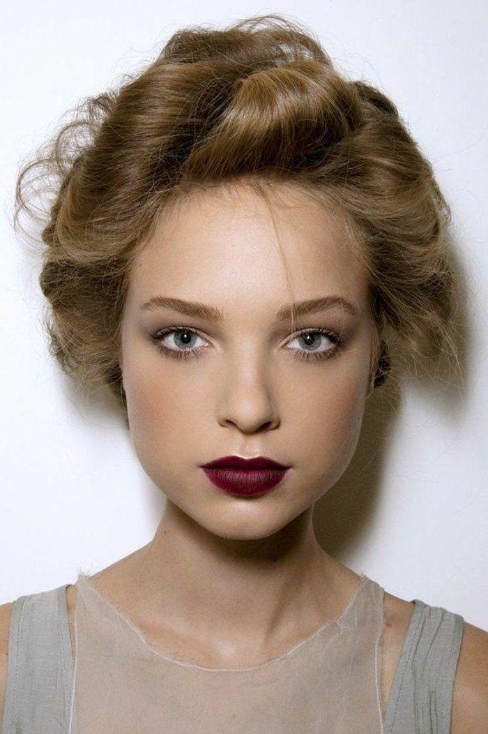 rouge lvres rouge fonc et cheveux blonds clairs - Coloration Cheveux Blond