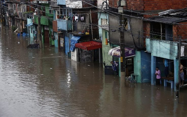 Chuva causa alagamentos, morte e trânsito recorde em SP.............. Veneza Paulista