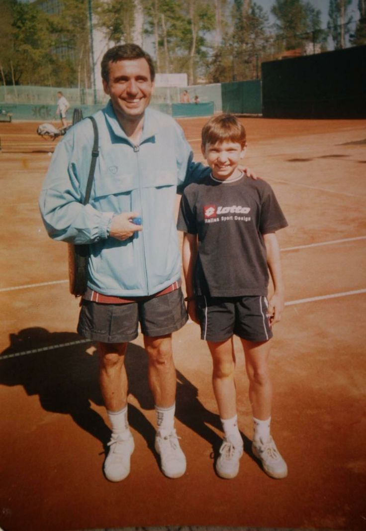 Pic of a young Simona Halep and Gheorghe Hagi.